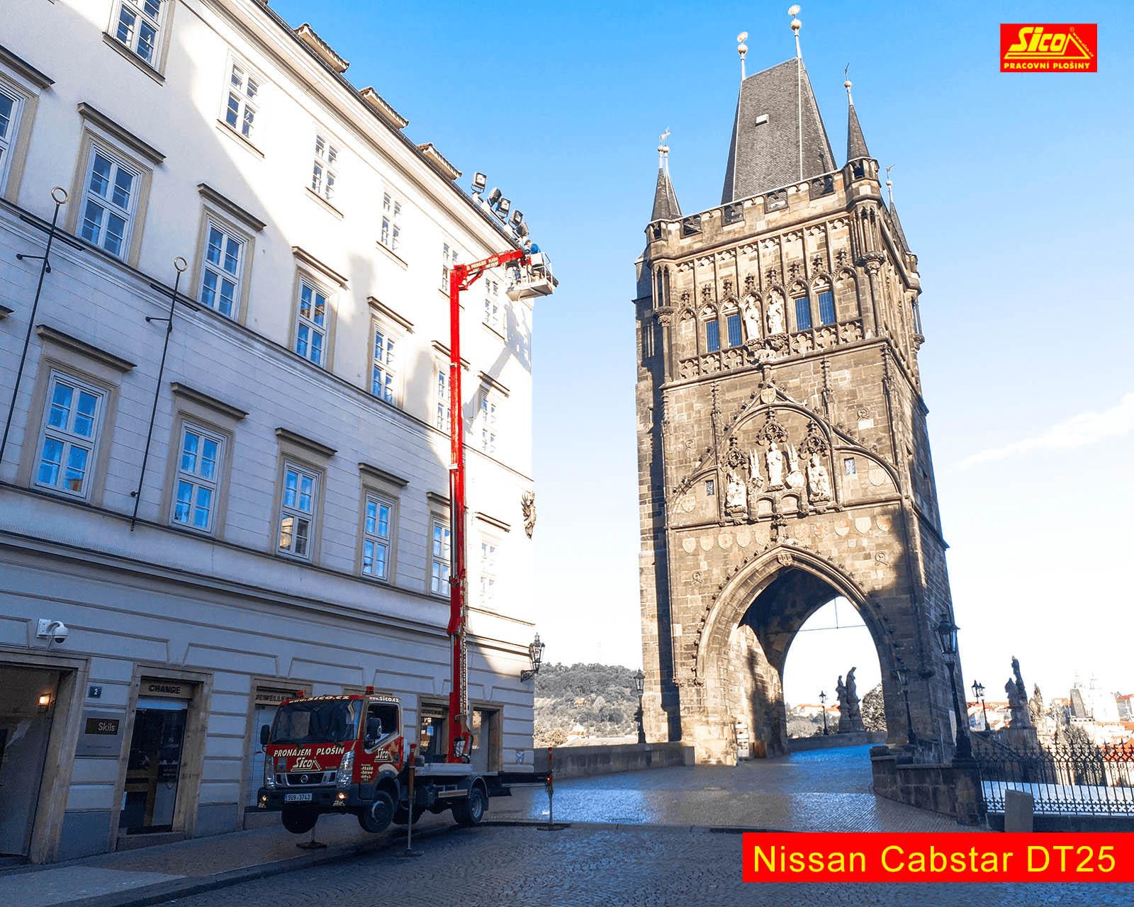 Čištění fasád s Nissan Cabstar DT25